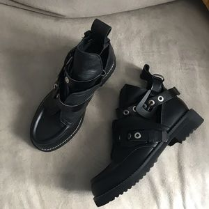Cut out leather boots size 6.5